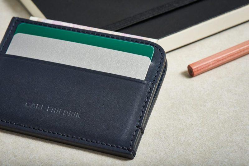 carl-friedrik-hatton-leather-cardholder-ls-navy-2-e1495184982480.jpg5
